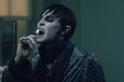 review film dark shadows 2012 barnabas