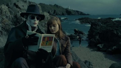 review film dark shadows 2012 barnabas victoria