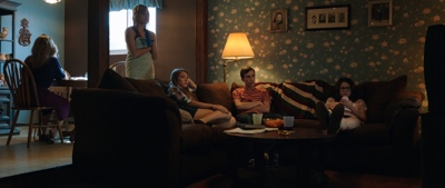 review film it follows 2014