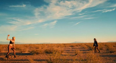 it stains the sands red 2016